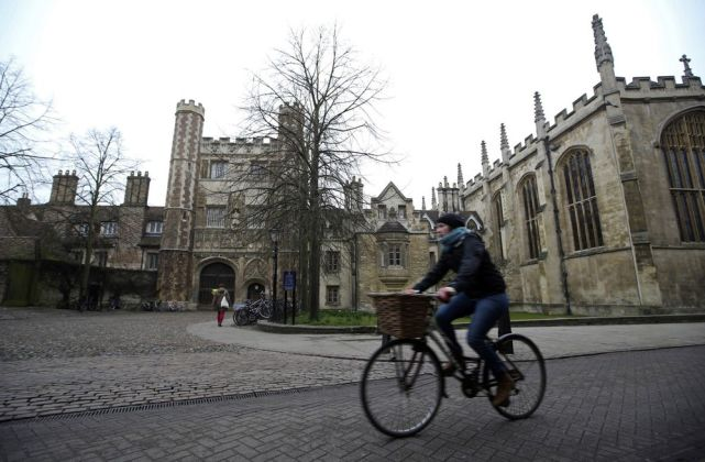 """扎克伯格称剑桥大学跟数据泄露事件有关 后者回应:很""""意外"""""""