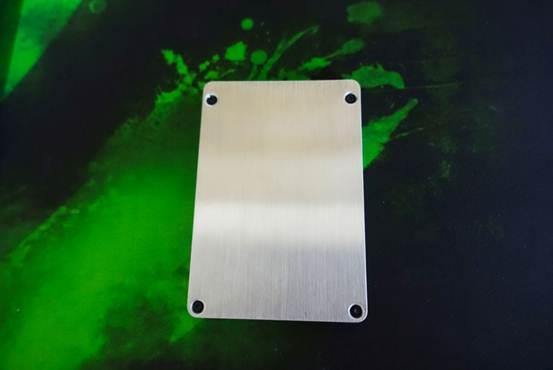 显卡牌固态超大容量SSD测试样品小试