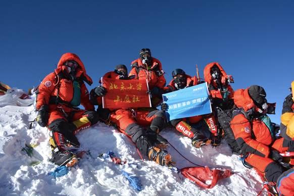 第一台登顶珠峰的AI手机,荣耀10伴北大山鹰社成功登顶珠峰