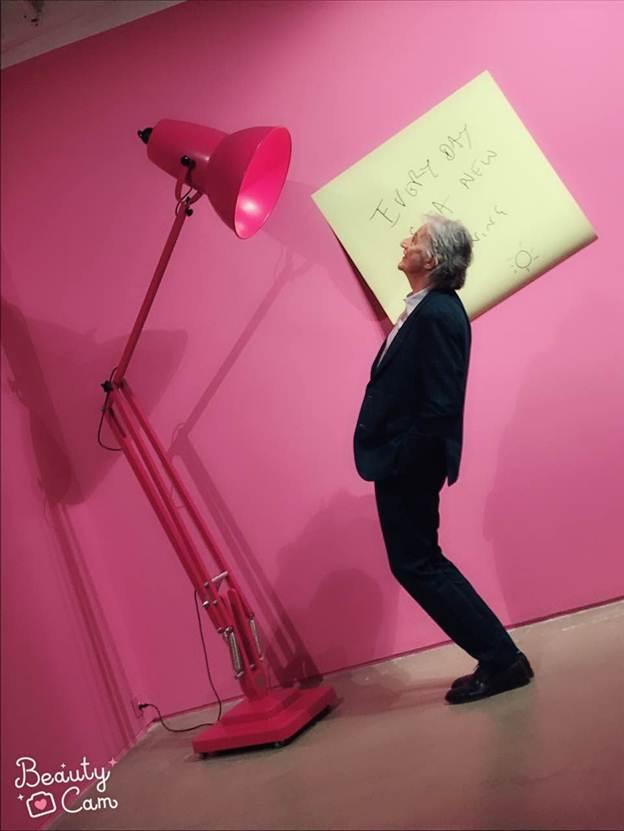 带着BeautyCam美颜相机去看粉红大展,让你的自拍充满前卫艺术范儿!