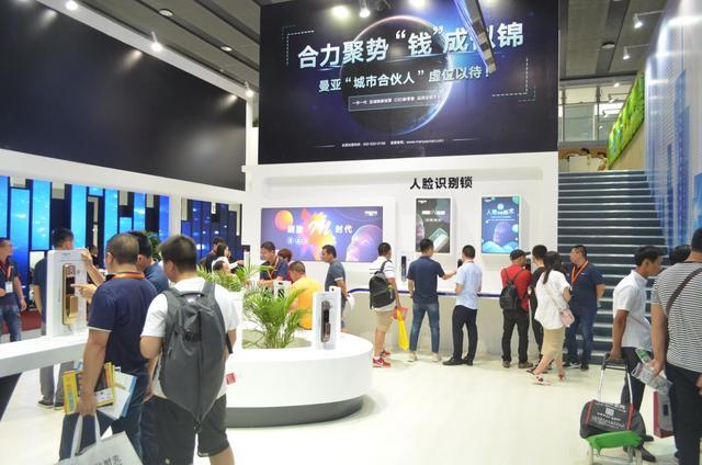 中国首款AI智能锁亮相2018广州建博会