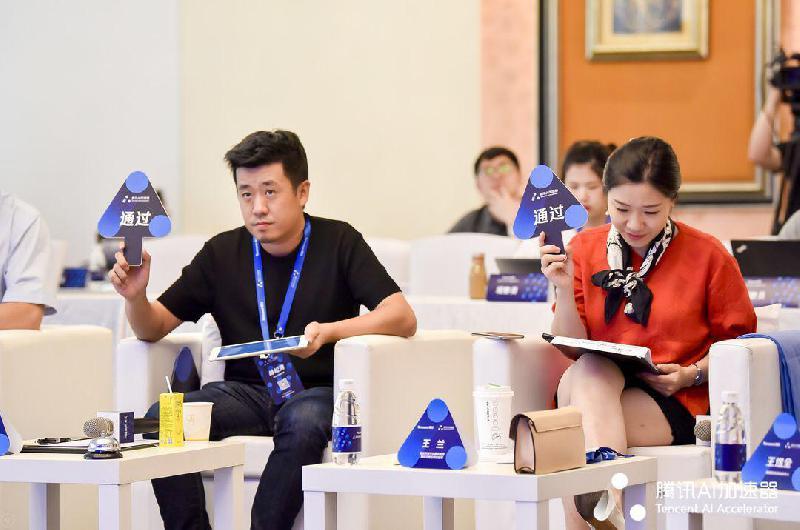 腾讯AI加速器复试在京举行 张泉灵、周航、程浩等30位大咖评委云集