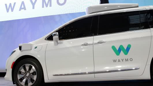 Waymo与沃尔玛合作 用自动驾驶汽车拉着顾客去取货