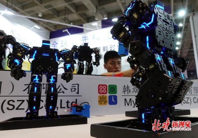 李开复:中国领军 人工智能将产生前所未有的巨大财富