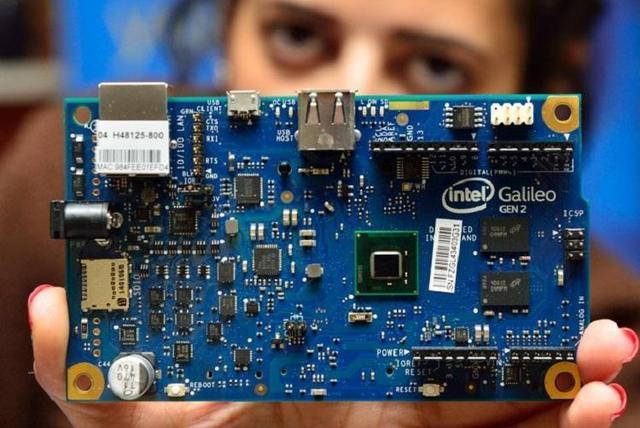 英特尔的AI焦虑:芯片时代,显卡是否卖不动了?