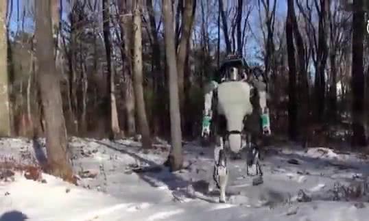 机器人时代!日本的机器人已经学会骑自行车