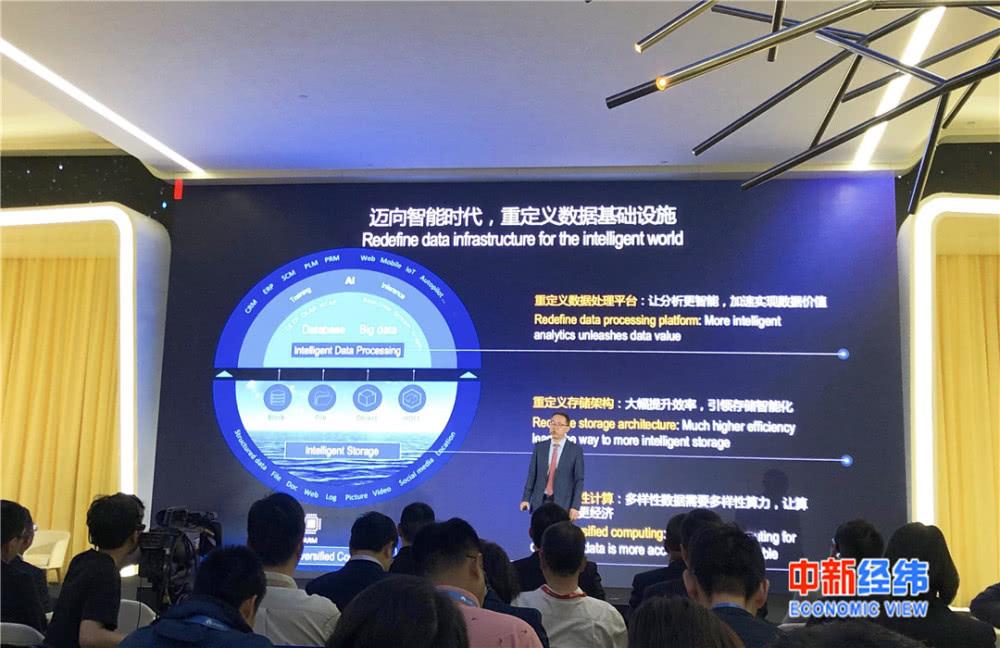 华为推出世界首款AI原生数据库
