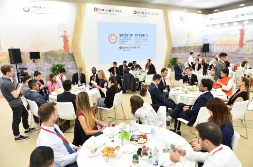 儒博受邀出席圣彼得堡国际经济论坛,探讨人工智能时代的教育话题