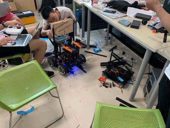 机器人版王者荣耀真人秀:这群大学生背后,是大疆教育野心