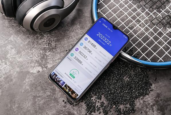 骁龙675+5000mAh电池,vivo Z5i在11月28日正式开售
