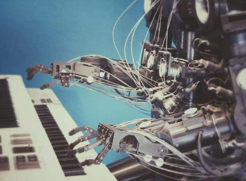 微软与埃森哲和Avanade合作建立垂直人工智能服务