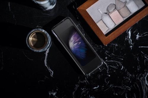 经典传承 创新洗礼 心系天下三星W20 5G引领轻奢新风尚