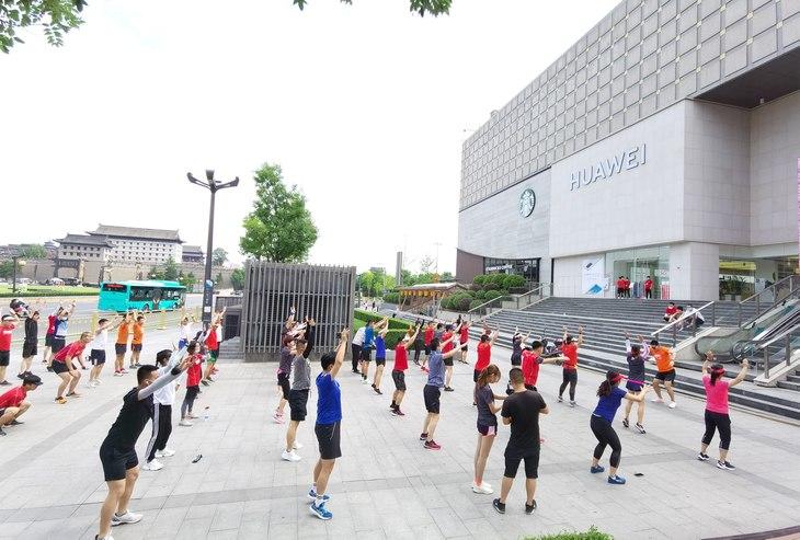 华为Watch GT2联合陕西最大跑团开启11公里跑画之旅