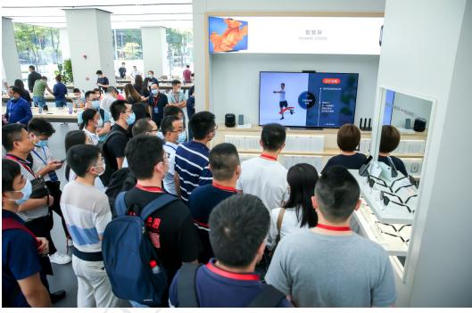 金蝶云·星空新零售论坛在深举行,走进华为智能生活体验馆构建极致体验