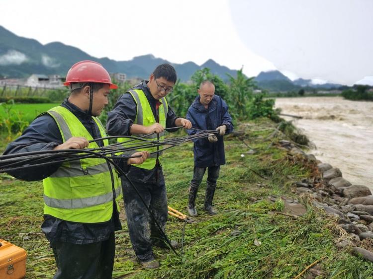 湖北恩施建始遭遇强降雨引发洪灾  湖北移动紧急出动保障通信