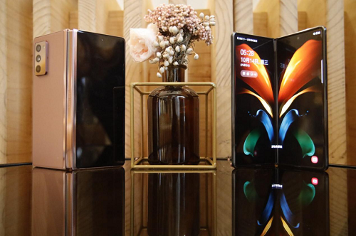 三星Galaxy Z Fold2 5G 用折叠屏诠释未来手机的科技动感