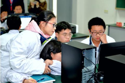 """国仪量子""""金刚石量子计算教学机""""首次进入中学课堂"""