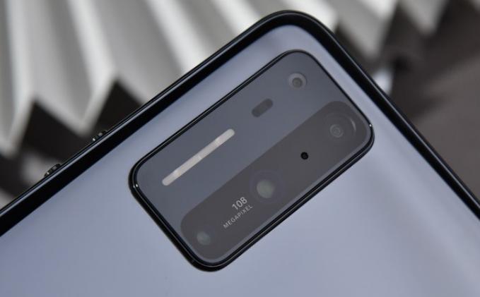 一加8T将发布概念手机,背壳设计抢眼让人联想到坚果R2