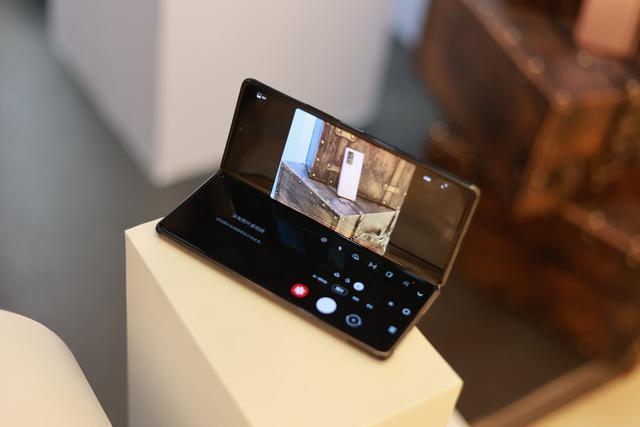 三星Galaxy Z Fold2 5G 折叠屏形态 打造未来感交互体验