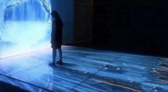 """2021年 谁能站上下一代显示技术的""""C位"""""""