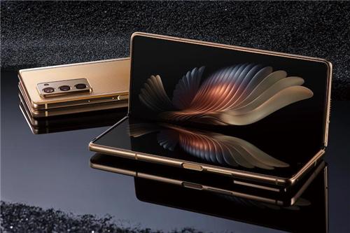 """心系天下三星W21 5G 演绎经典""""对称之美"""""""