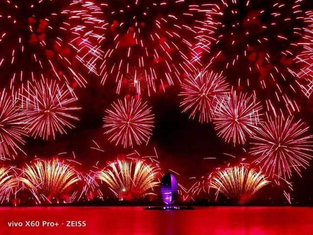 微云台双主摄 vivo X60 Pro+记录璀璨焰火