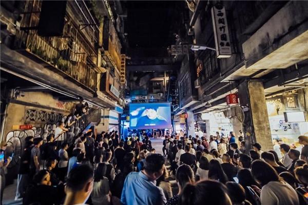 实地探访深圳文和友 解密光峰科技激光显示大屏