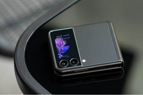 售价更亲民,升级更全面,三星ZFlip3折叠屏手机再引潮流